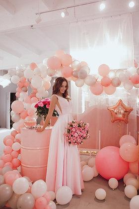 Платье пышное розовое с расшитым бусинами топом