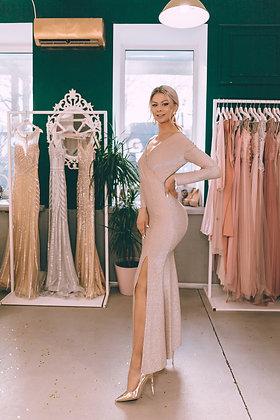 Платье по фигуре пудрового цвета