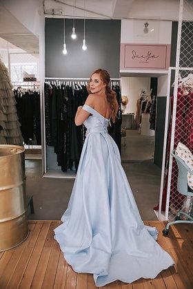 Платье пышное голубого цвета на шнуровке