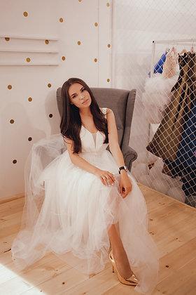 Платье белое с бусинами