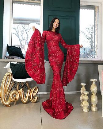 Платье красное с расклешенными рукавами