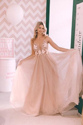 Пышное платье пудрового цвета из многослойного мягчайшего фатина
