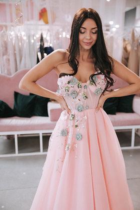 Платье пышное с расшитым цветами топом