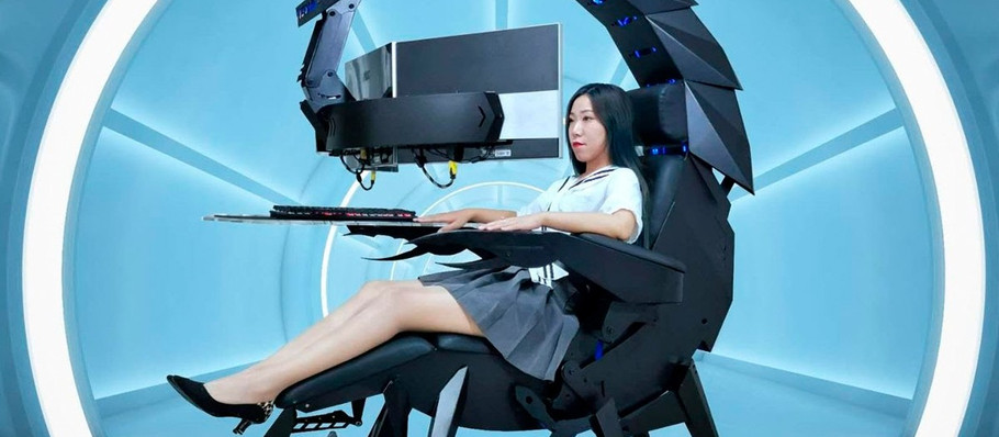 Cluvens' Zero-Gravity Esports Gaming Chair Is Essentially a Transforming Scorpion