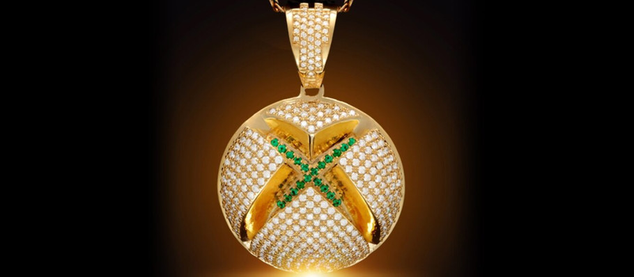 Xbox Collabs With King Ice For a $10,000 14 Karat Solid Gold Necklace