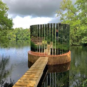 Drijvende installatie van Peter Musschenga op Folly Art Norg t/m 29 augustus 2021