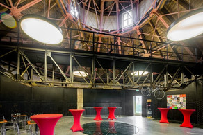 Voor Muziek en Theater kun je een podium huren in De Bovenkamer van Groningen