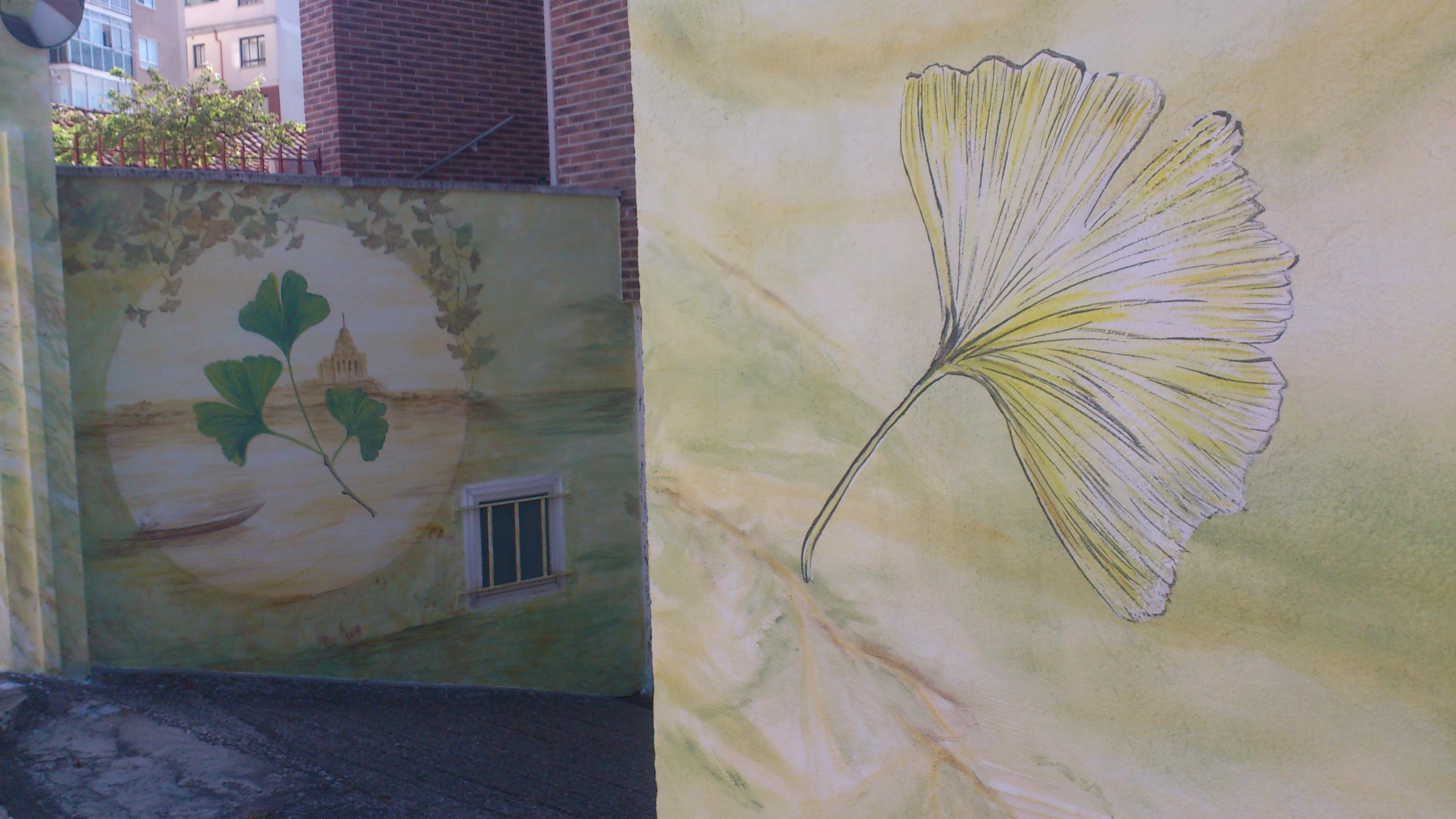 Mural en valla de jardín