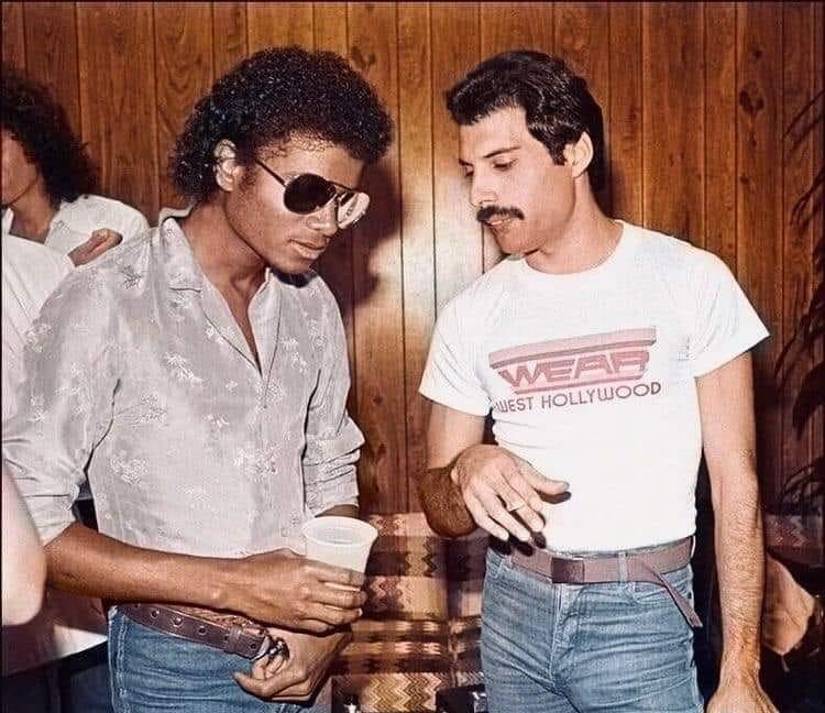 Michael Jackson y Fredy Mercury en el baneret de acápulco