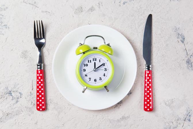 Ayuno intermitente: el nuevo favorito para mejorar tu peso y tu salud