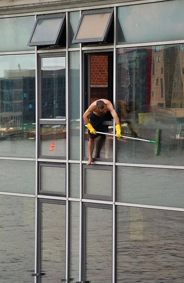 window-cleaner-246423_1920.jpg