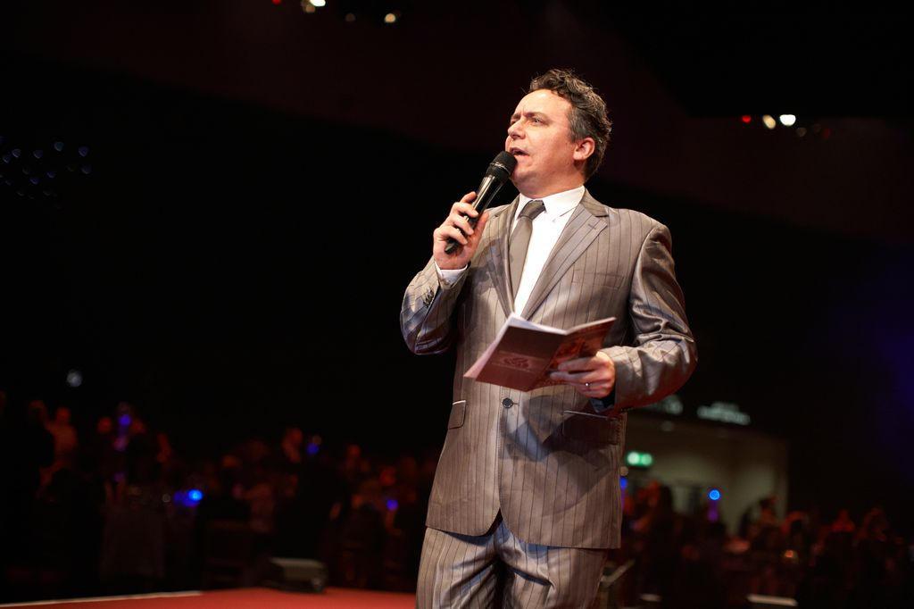 Darren Johnson Host / Presenter