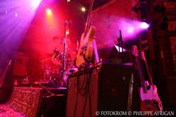 Photo de concert, batterie, guitare, éclairage, lumière