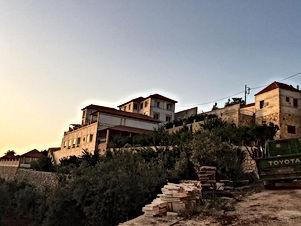 قصر فخم بتشطيب متميز ومفروش بأثاث فاخر بالكامل جديد لم يسكن