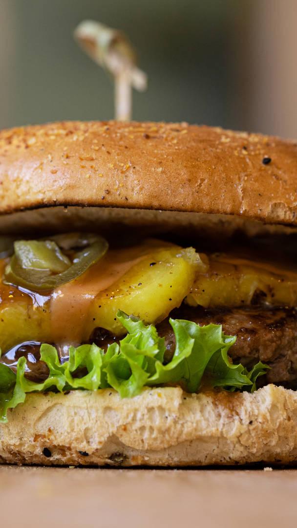 Zomersuggestie: pineapple teriyaki burger