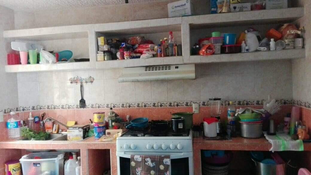 Planta Baja: Estacionamiento para un Automóvil, Sala-Comedor, Cocina, Patio de Servicio, Medio Baño  Planta Alta: Tres Recámaras, Dos con Aire Acondicionado y Baño Completo. Áreas Comunes: Alberca y Jardines. Loseta y Protecciones. ____________________  Ground Floor: Parking for a Car, Living-Dining Room, Kitchen, Service Patio, Half Bath  Upstairs: Three Bedrooms, Two with Air Conditioning and Full Bathroom. Common Areas: Pool and Gardens. Tile and Protections.