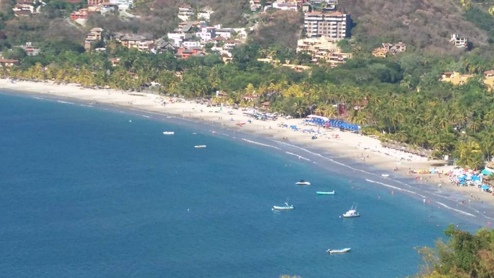 ¡¡¡DISFRUTE ZIHUATANEJO AL MÁXIMO EN EL CORAZÓN DE LA CIUDAD!!!  Nuevo y confortable hotel con la mejor ubicación, a pocos pasos de playa la Madera y la playa principal, ¡¡¡así como a 5 minutos en tu auto a playa la Ropa!!! ~ Habitaciones para 2, 3, 4, 5, 6, 7 y 8 personas ~ Capacidad máxima: 70 personas ~ Precios especiales a grupos!!! (Sujeto a disponibilidad) ~ Desayuno Americano incluido ____________________  ENJOY ZIHUATANEJO TO THE FULLEST IN THE HEART OF THE CITY!!   New and comfortable hotel with the best location, a few steps from la Madera beach and the main beach, as well as 5 minutes in your car to playa la Ropa !!!  ~ Rooms for 2, 3, 4, 5, 6, 7 and 8 persons ~ Maximum capacity: 70 people ~ Special prices to groups!!!    (Subject to availability) ~ American breakfast included