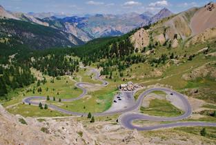 La Course goes up the Col d'Izoard