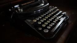 old-typewriter-1379166 (1)