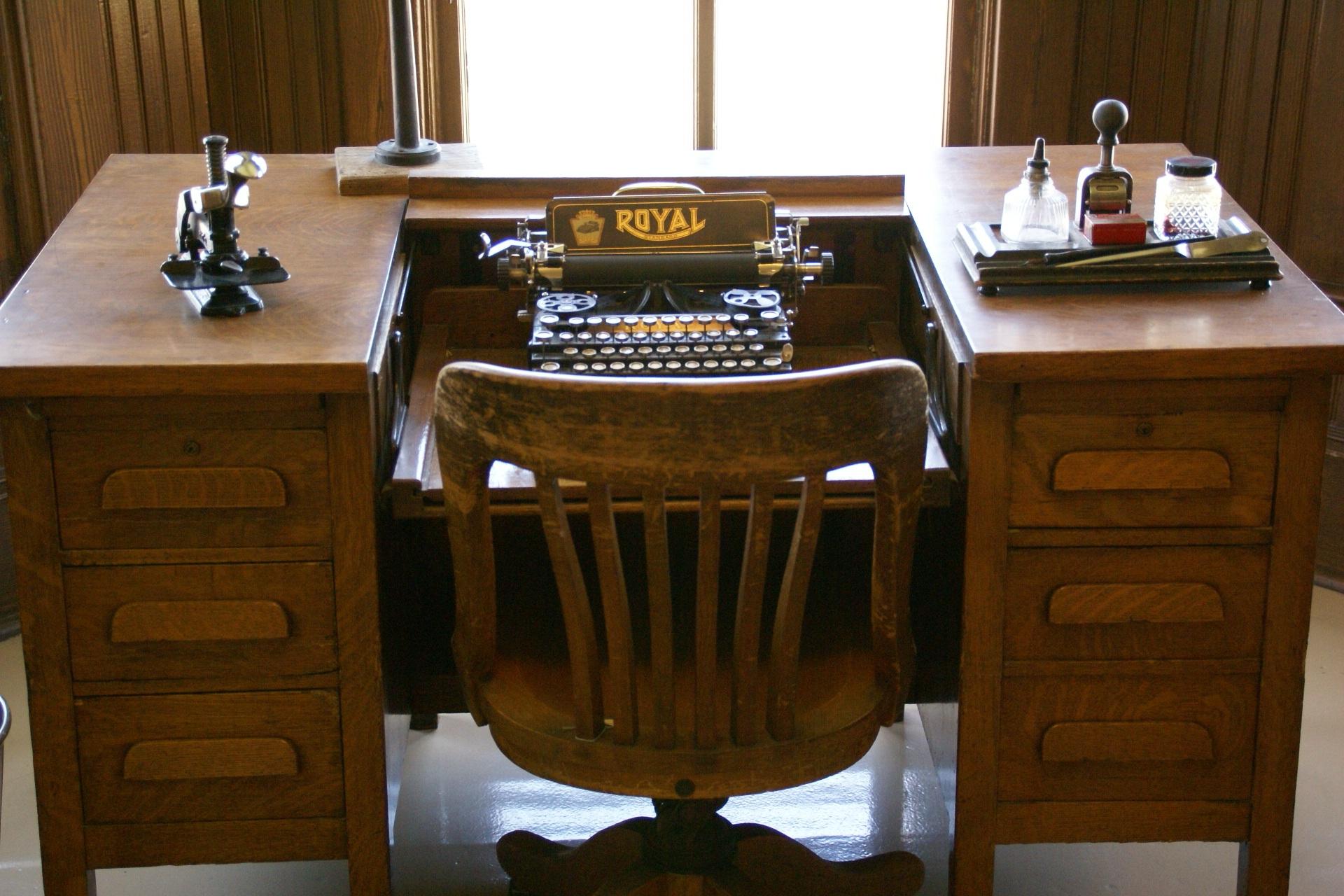 typewriter-663487
