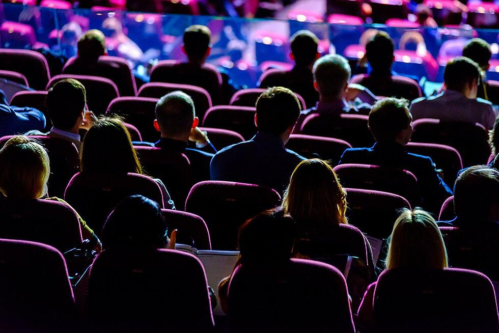 Audiencelistenstospeakercorporateevent-1