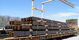 steel-girders-on-an-open-top-rail-car.jp