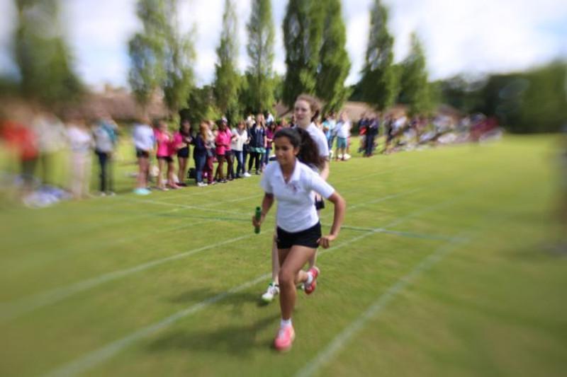 2016_sportsday_relay_girls1