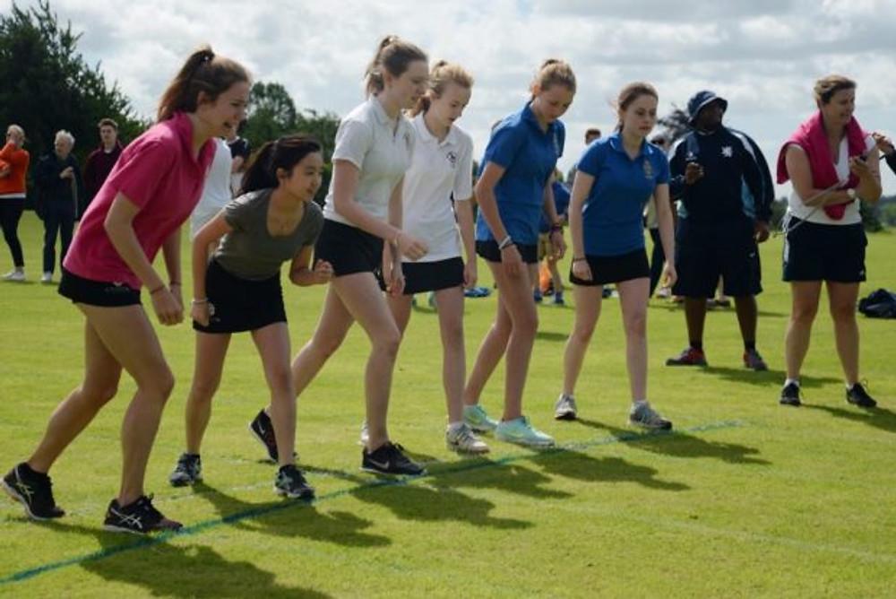 2016_sportsday_race_girls1