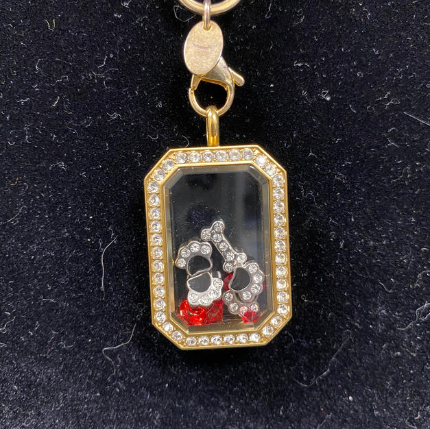 Dog Lover Necklace Close-up1