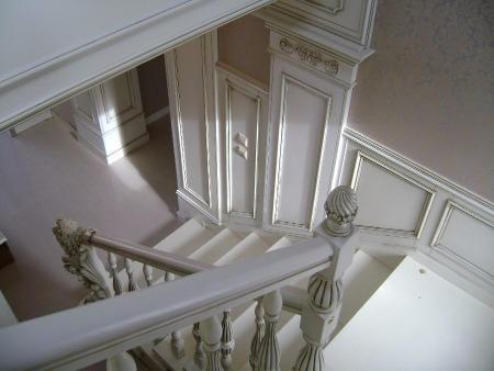Лестница на заказ из массива