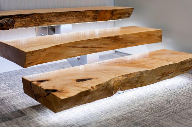 Лестница, металл и слэб дерева