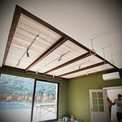 Потолок из сосны