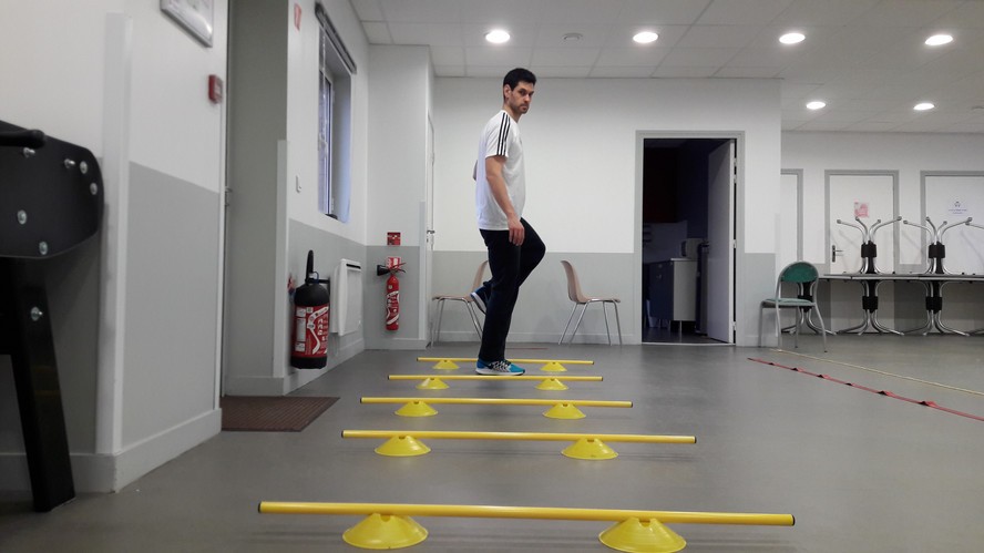 Monter de genoux avec obstacles
