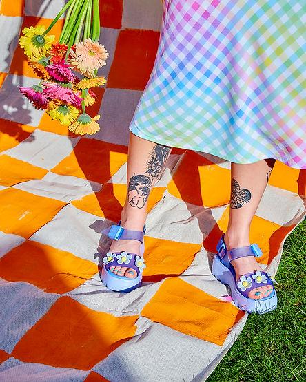 Flower_sandals_18667.jpg