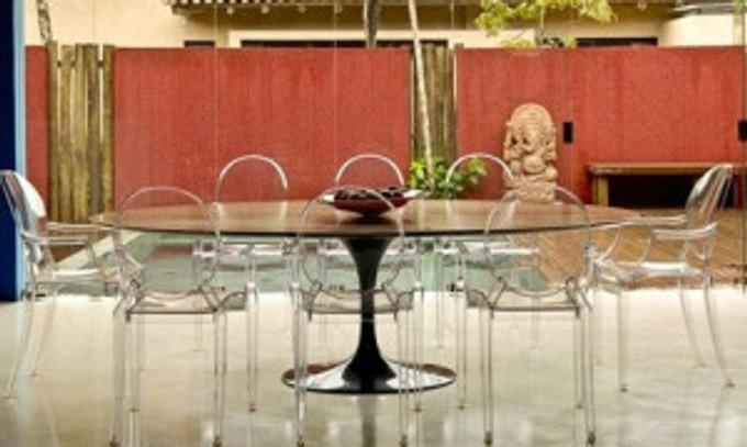mesa-saarinen-oval-de-madeira-455x355
