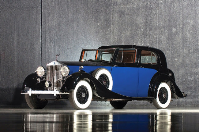 Rolls Royce Phantom III from 1939.