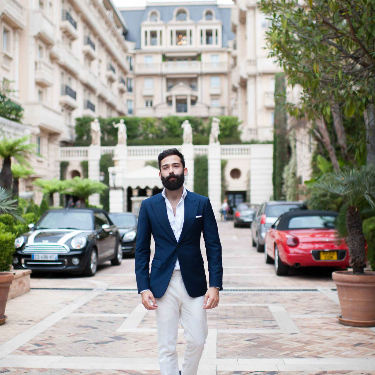 At the iconic entrance of on of the most recognisable places in Monte Carlo: The Hotel Metropole.