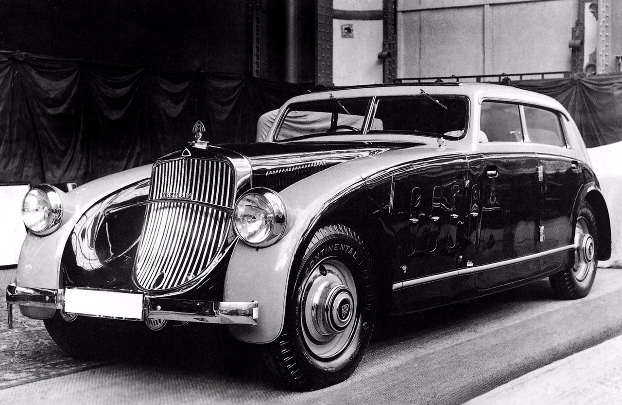 Not your standard Maybach Zeppelin DS8, this is a coachbuilt version named Stromlinien crafted by Spohn between 1932 and 1935.