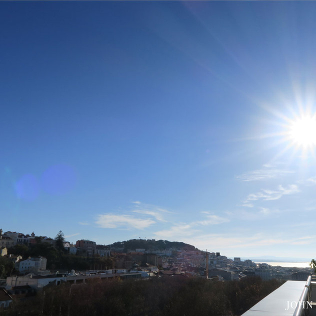 From the suite's balcony there is a breathtaking view over Avenida da Liberdade and the old part of town.