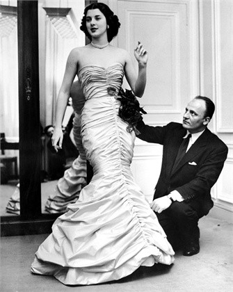 Pierre Balmain during a fitting with Janine Holand.