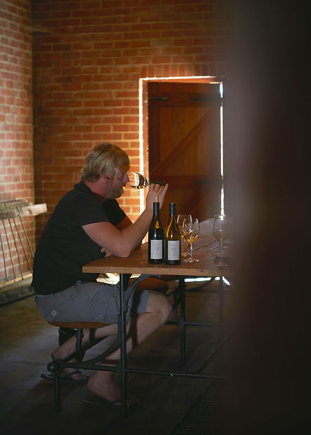 rall-wines-donovan-smaking_nett.jpg
