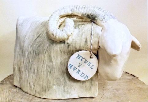 Hywell y Hwrdd - Hywell the Ram