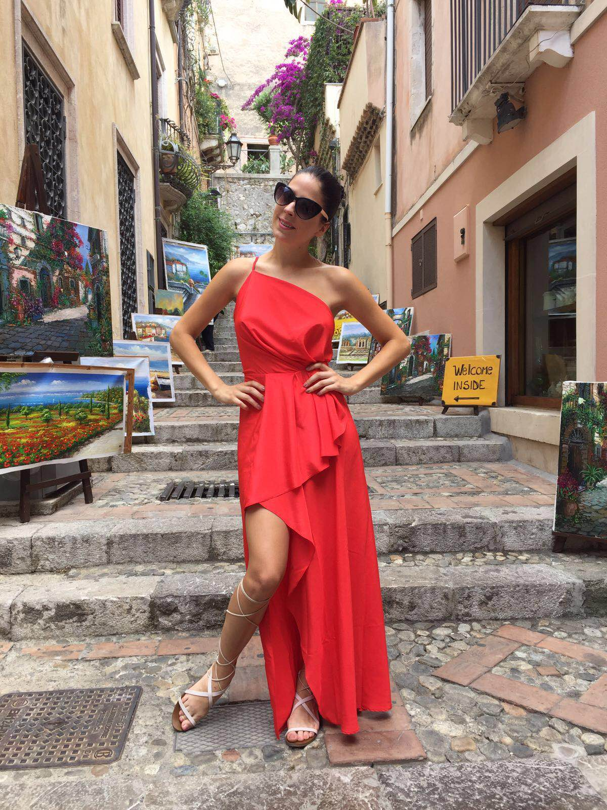 Objednávky šatů:info@vecernisaty.com
