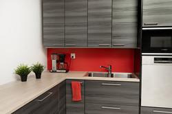 keittiö punaisella välitilalla