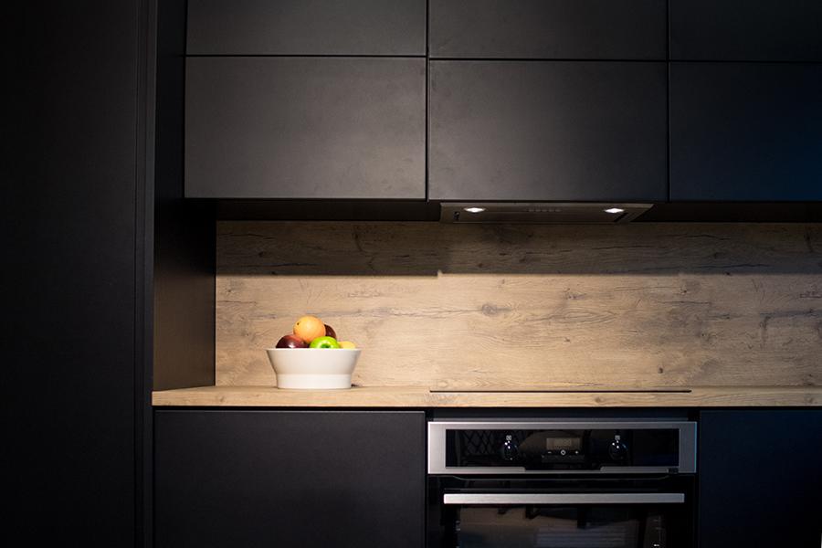 mustat keittiö