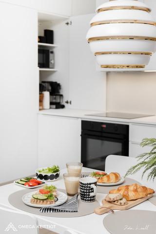 omegakeittiöt_keittiö_aamiaispöytä.jpg