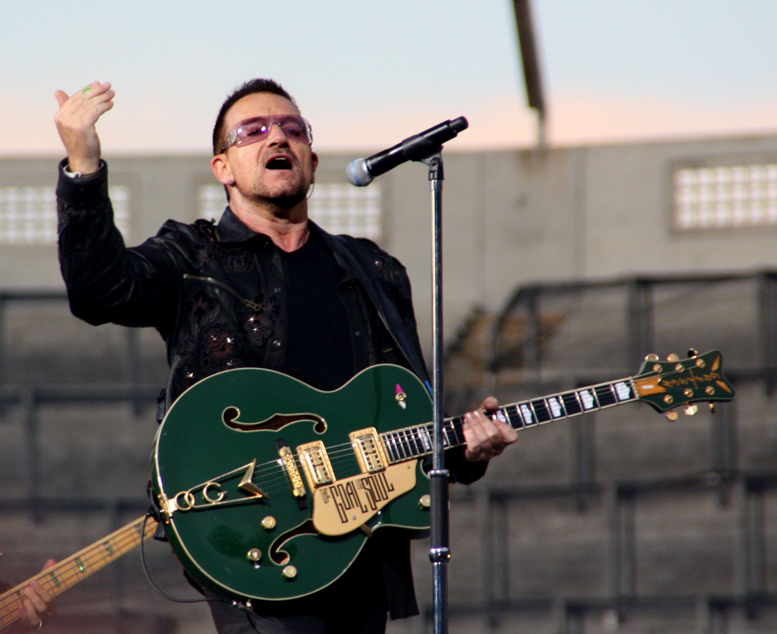 U2 On stage 24Jul pic1