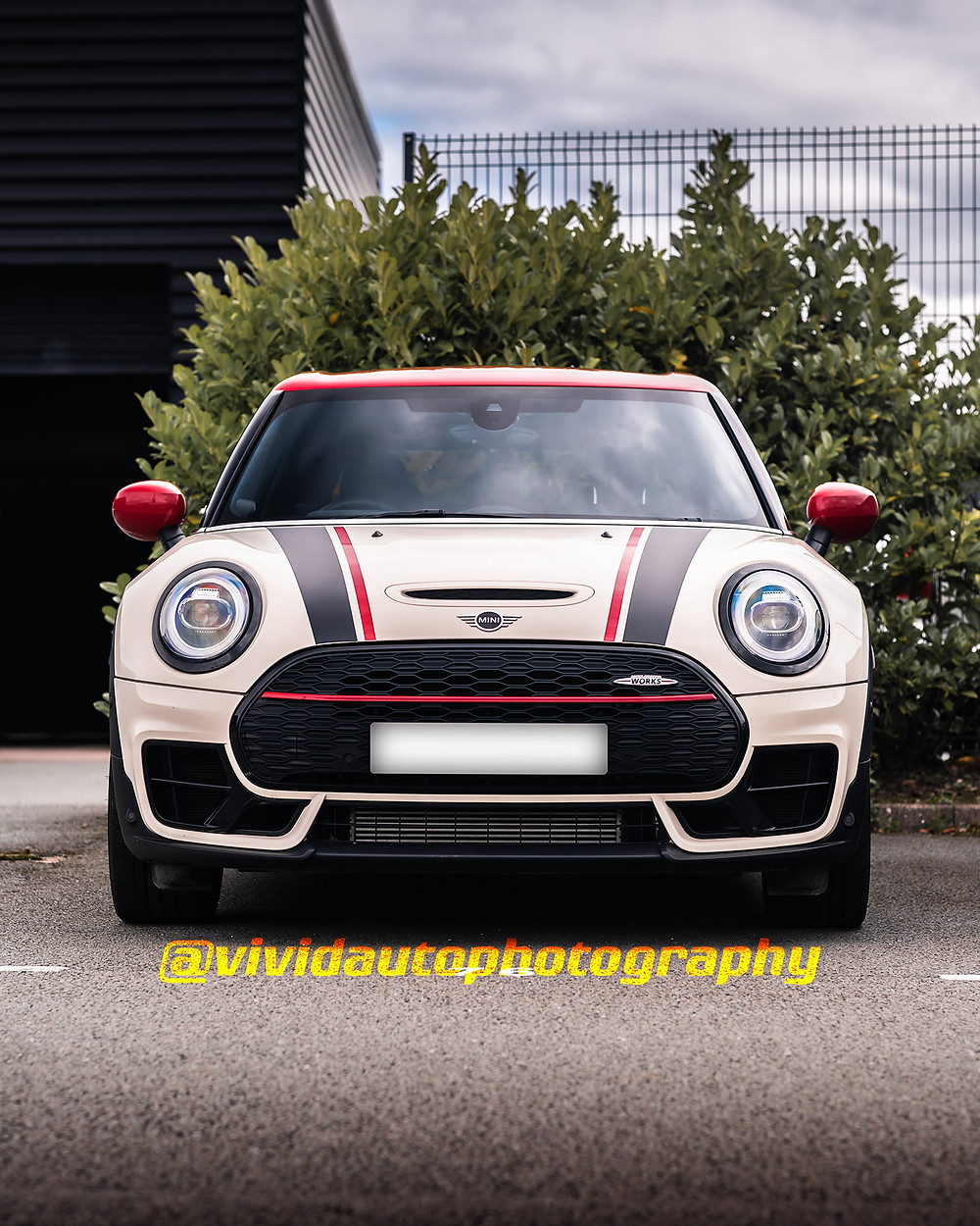 Mini Clubman All4 JCW | Pepper White/Chilli Red | Front poster