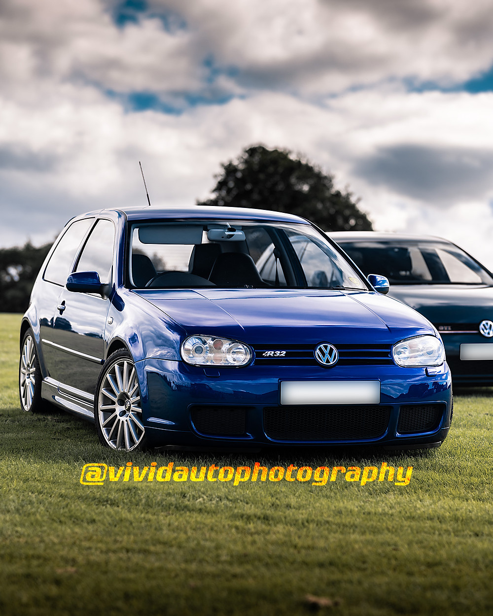 Volkswagen Golf R32 Deep Pearl Blue | Front three quarters poster | Oulton Park