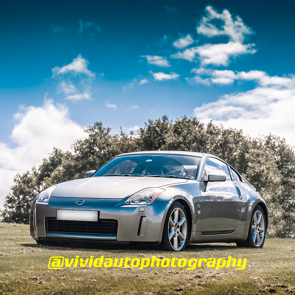 Nissan 350Z | Silverstone Grey | Front three quarters poster